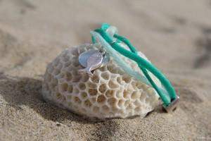 armband dubbel groen aqua met vis schelp en gerecyclde glaskraal studiosterk recycling armband